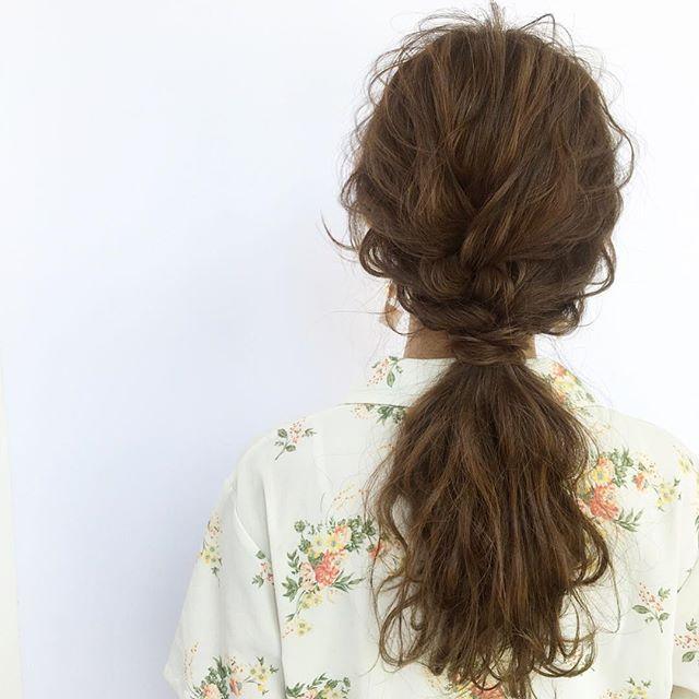 オフィスの髪型:抜け感たっぷりまとめ髪ヘアアレンジ