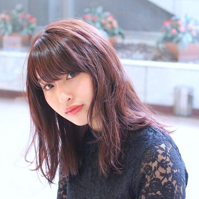 暖色系の暗髪で作るツヤのある髪型