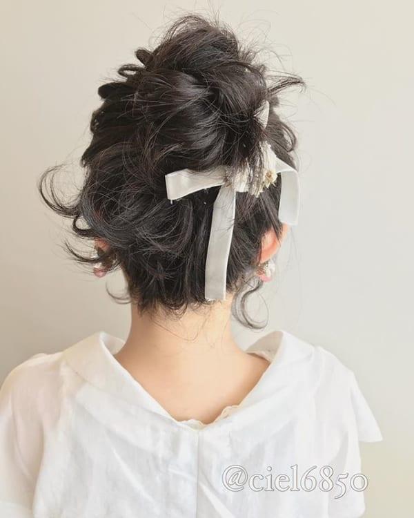 リボンを編み込んでショートヘアをカバー