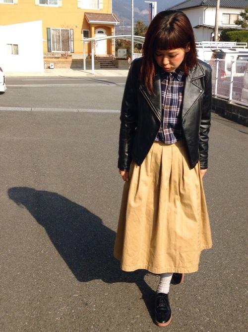 チェックシャツ×フレアスカートの冬コーデ