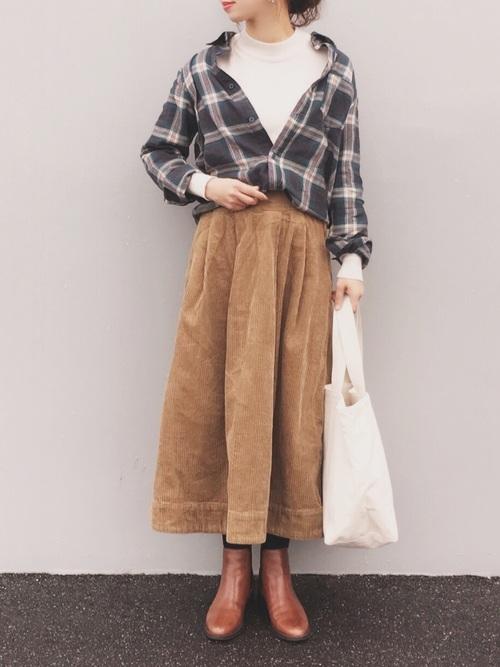 チェックシャツ×フレアスカートの冬コーデ2