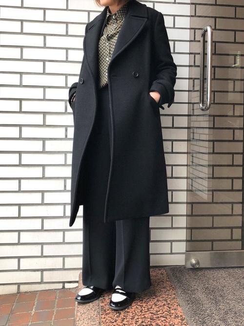 黒コート×ワイドパンツ