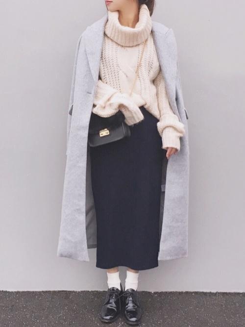 白ケーブルニット×タイトスカート