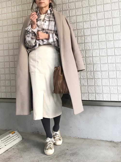 チェックシャツ×タイトスカートの冬コーデ4
