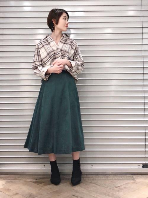 チェックシャツ×フレアスカートの冬コーデ3