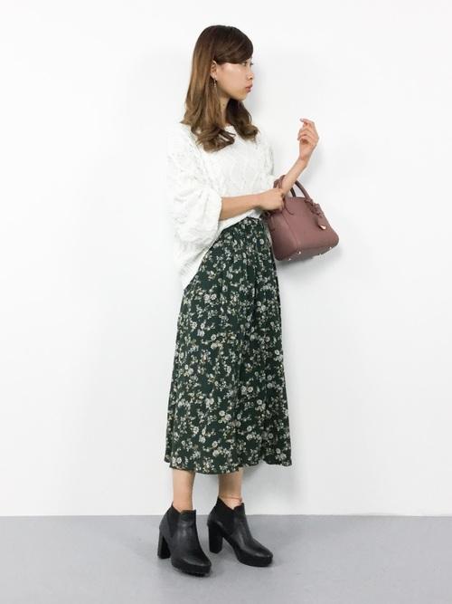 白ケーブルニット×花柄スカート