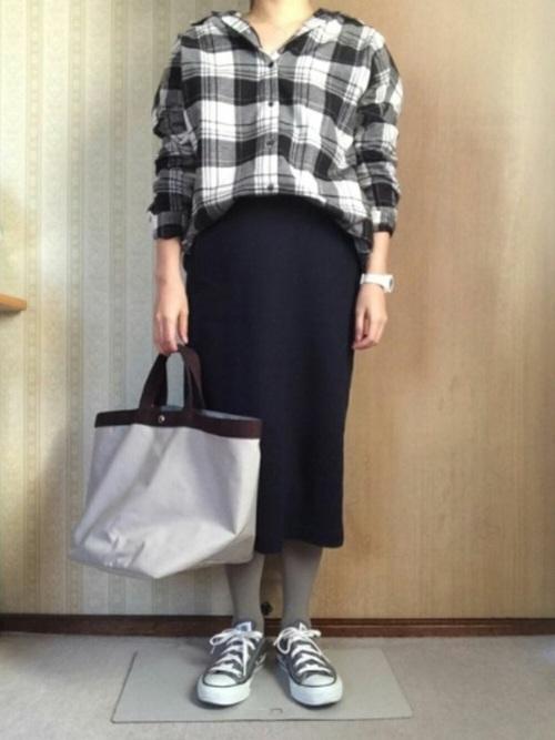 チェックシャツ×タイトスカートの冬コーデ