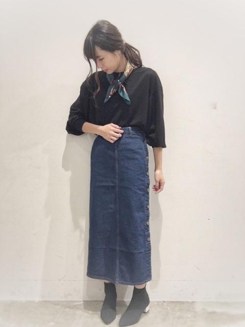 黒トップス×スカートのぽっちゃりさん向け冬コーデ