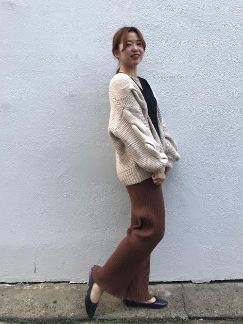 【レディース】ベージュ・ブラウンニットパンツコーデ3