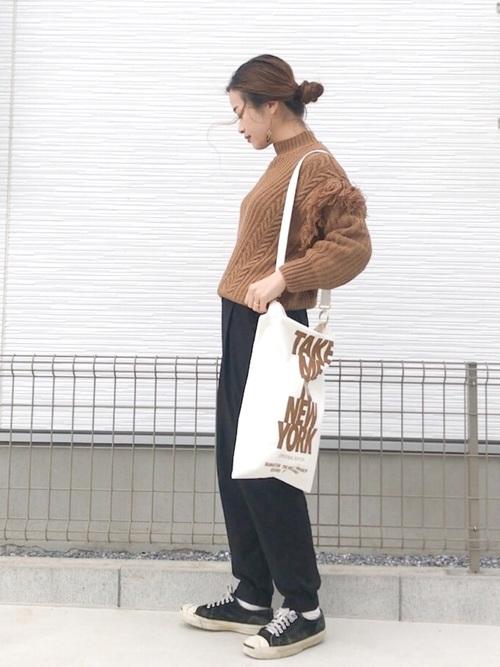 【レディース】茶色ニット×パンツコーデ4