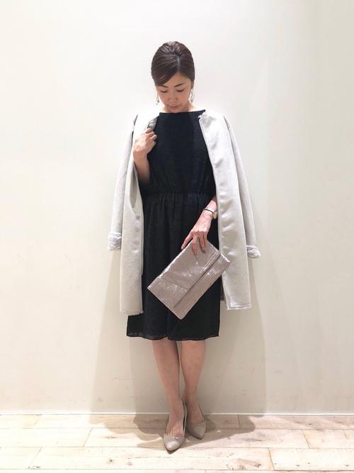 華やかなブラック×グレーカラースタイル