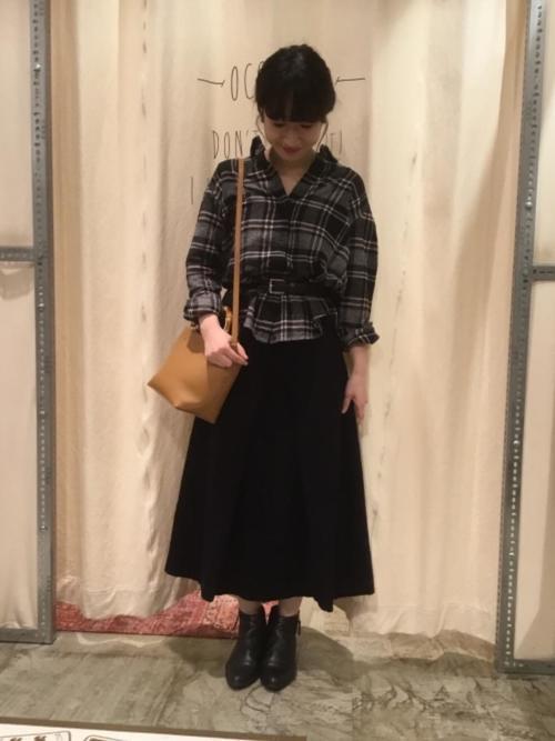 チェックシャツ×フレアスカートの冬コーデ5