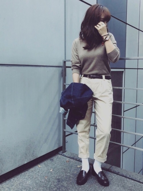 【レディース】茶色ニット×パンツコーデ3