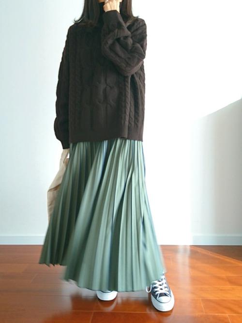 好印象なプリーツスカートスタイル