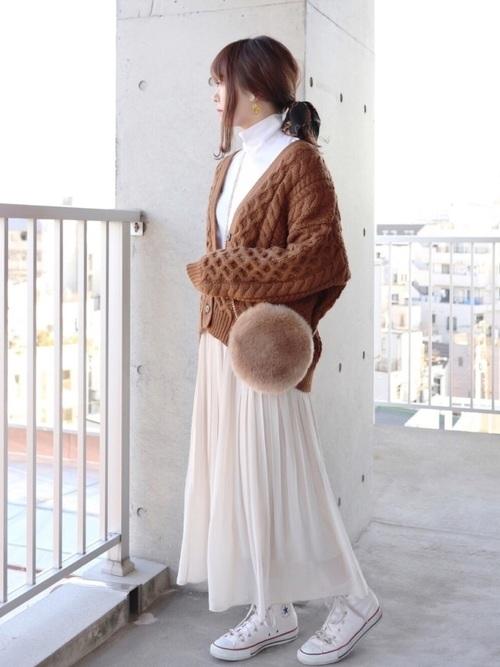 【レディース】茶色ニット×スカートコーデ4