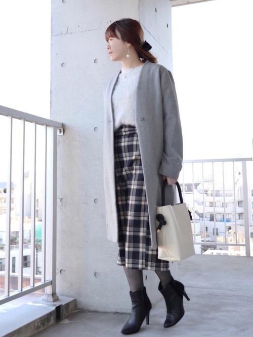 ミディ丈チェックタイトスカートで美シルエットを
