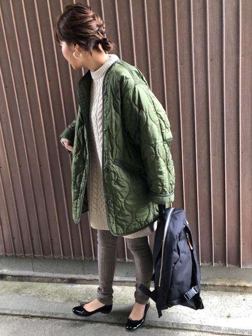 ニットワンピ×キルティングコートの冬コーデ