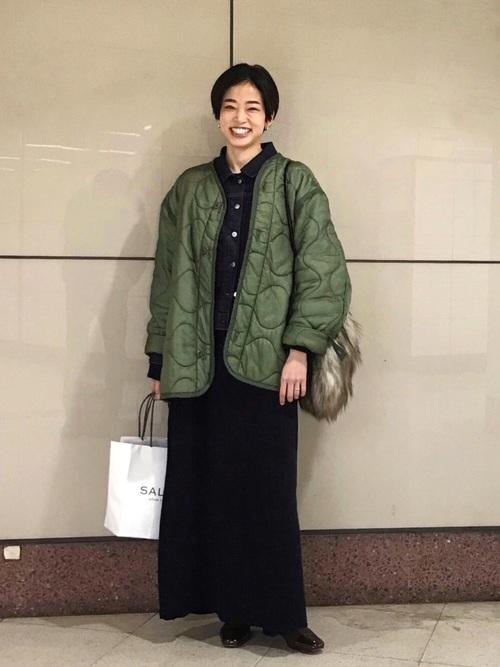 黒ワンピース×キルティングジャケット