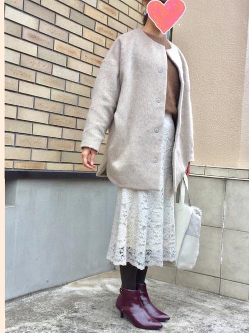 白レーススカート×ノーカラーコート