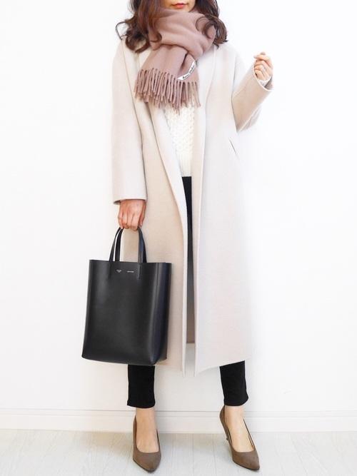 12月のオフィスファッションも叶うきれいめコート