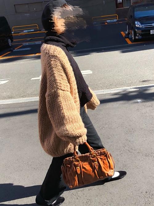 手編みニットカーディガンでトレンド冬コーデ