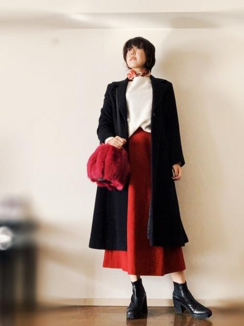 黒チェスターコート×フレアスカート
