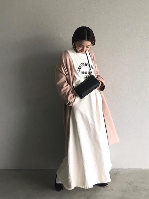 白デニムスカート×フェイクスエードコート