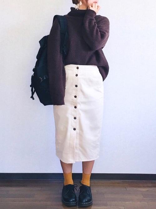 コーデュロイスカート×茶色ニットコーデ