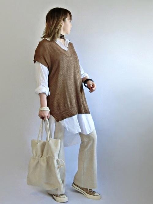 白のロングシャツ