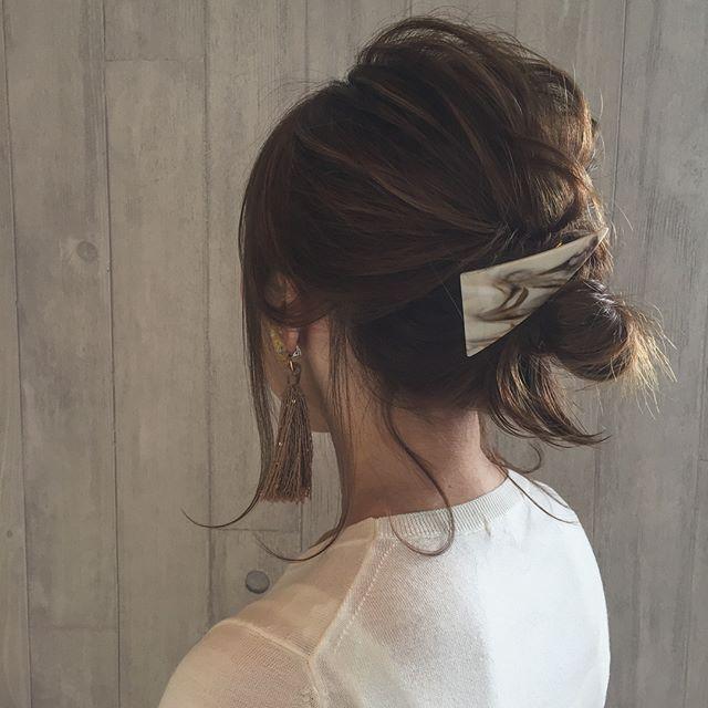 オフィスの髪型:無造作アップヘアスタイル