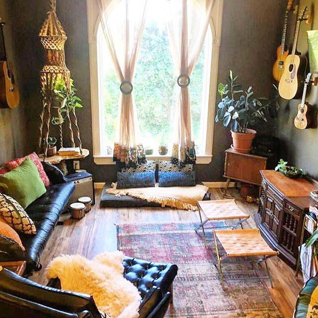 背の低い家具でおしゃれなくつろぎの空間を