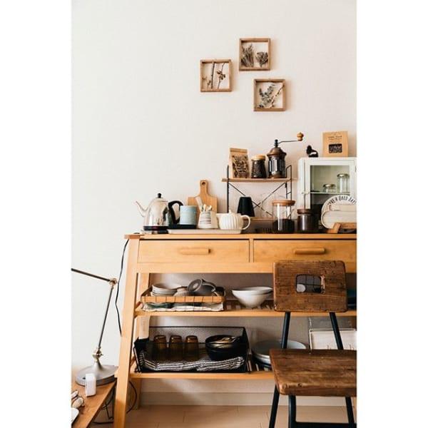 賃貸アパートのナチュラルな食器棚