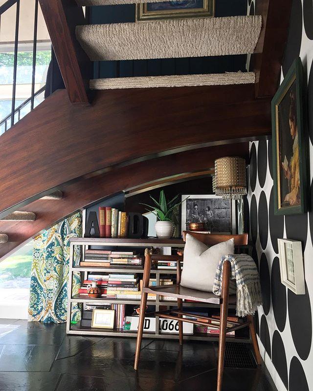 デッドスペースに本棚を置く