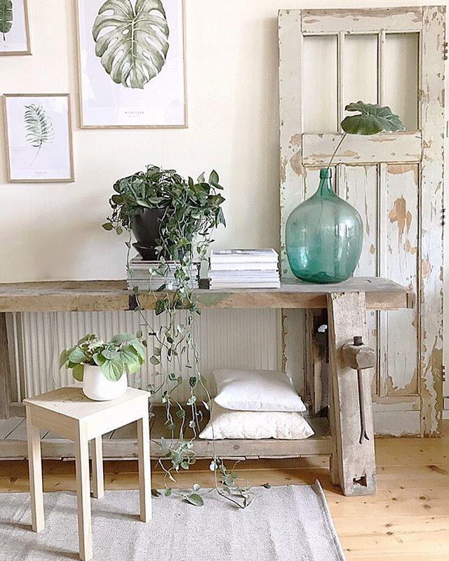素朴な家具が似合う海外のおしゃれな部屋