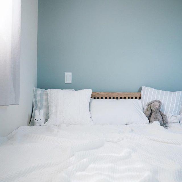 おしゃれなぬいぐるみの飾り方実例《ベッド周り》