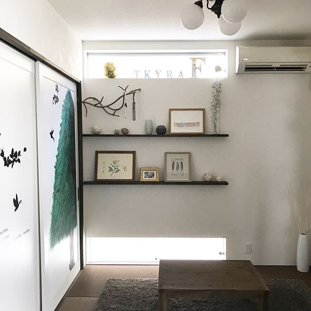 雑貨とウォールデコレーションが可愛い和室2
