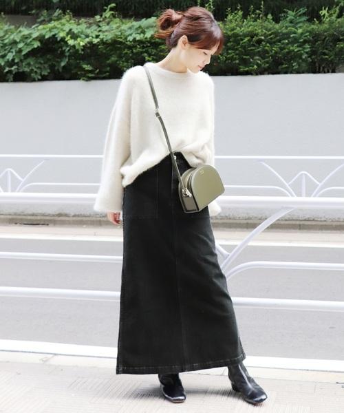 黒デニムスカート×白ニット