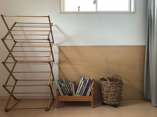 デッドスペースに本棚を置く2