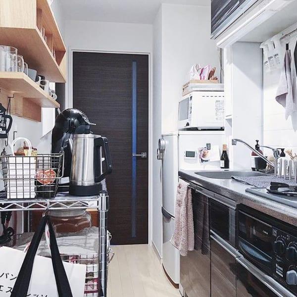 圧迫感を感じさせないキッチン背面収納