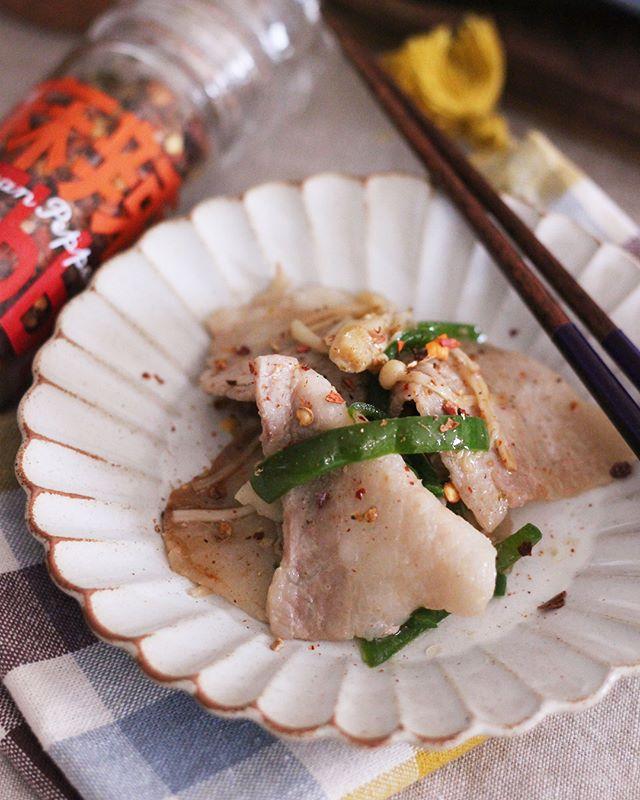 豚肉とピーマンを使った人気の柚子胡椒炒め