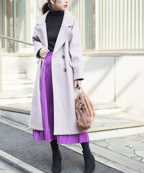 ピンクビッグカラーコート×パープルプリーツスカート