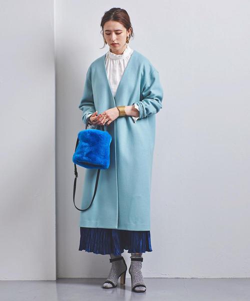 ライトブルーノーカラーコート×プリーツスカート