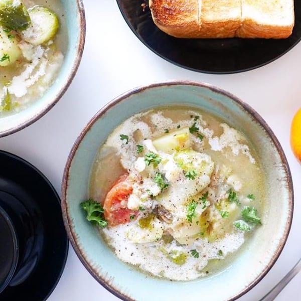 簡単で人気の調理法に!たらと芽キャベツのスープ