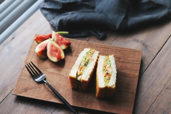 鮭とブロッコリーとたまごのサンドイッチ