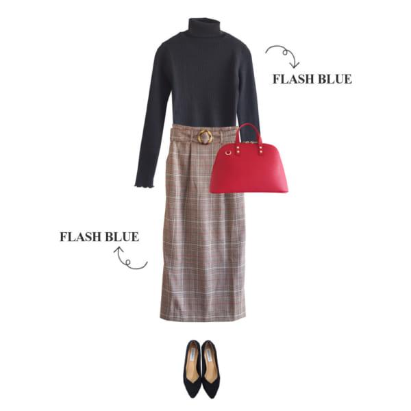 黒ニットとチェック柄スカートで大人シックな着こなし