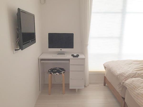 寝室で見せるパソコン収納