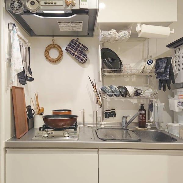 狭いキッチンの味方!突っぱり式収納