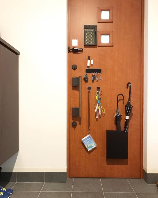 玄関で必要なものが集結した収納