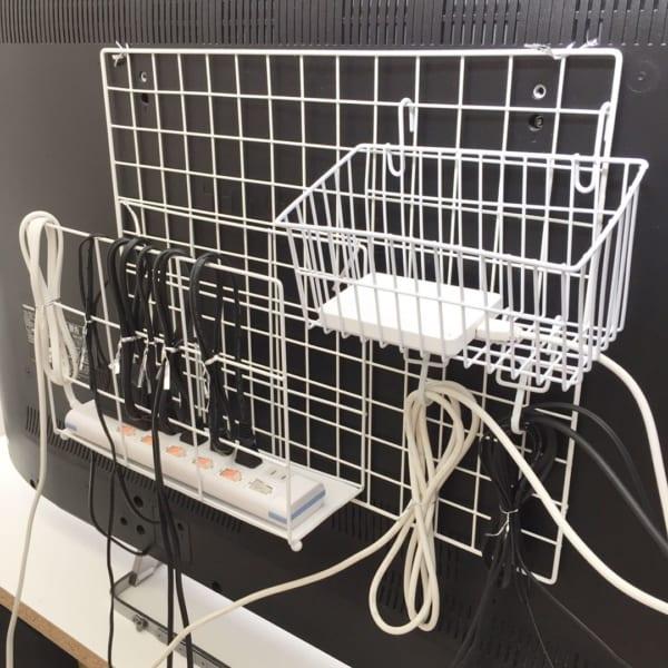 「ワイヤーネット」を使った床見せ収納3