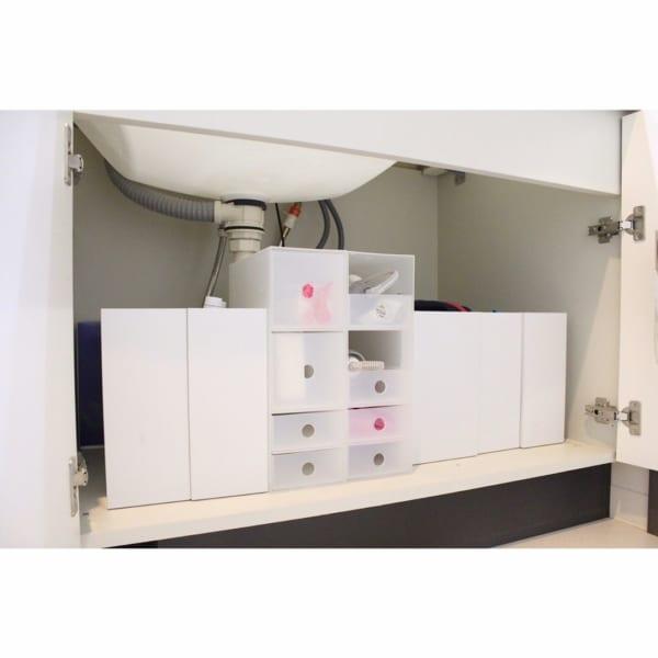 狭いスペースにも設置しやすく、小物類の管理に便利3